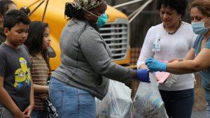 El distrito escolar ha repartido ya más de 40 millones de comidas a estudiantes, sus familias y la comunidad