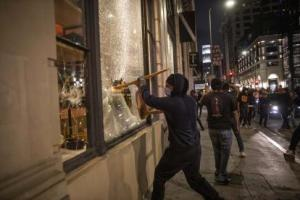 """""""Se llevaron toda la mercancía"""", expresan dueños de negocios afectados por la cuarentena y ahora por los saqueos"""
