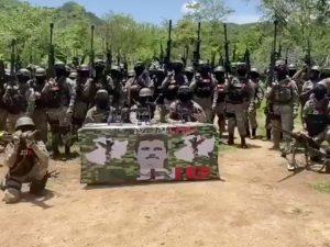 """Video:  Supuesto """"Mencho"""", líder del Cartel Jalisco Nueva Generación, aparece con un ejército y anuncia que va a tomar Tepalcatepec, Michoacán"""