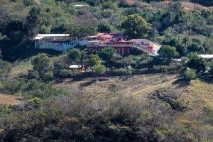 """La casa rosa: al interior de la mansión que """"el Chapo"""" Guzmán construyó para su madre, Consuelo Loera"""
