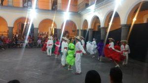 Tonalli, ejemplar maestro y bailarín mexicano / escribe Elena Poniatowska