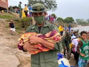 Video: El huracán Iota, que pasó de categoría 5 a 4, golpea la costa caribeña de Nicaragua
