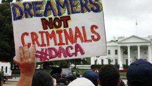 Juez invalida suspensión de DACA. Biden quiere legalizar a los dreamers