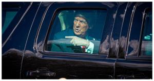 Trump, como marca el protocolo, debió cederlo a Biden. No fue así. ¿Dónde está el maletín nuclear?