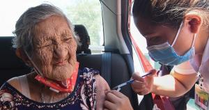 La COVID deja 210,812 muertes en México; Salud aplica 553,926 vacunas en 24 horas, un nuevo récord