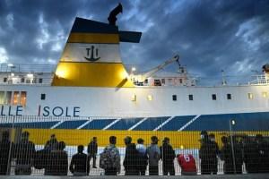 Mueren más de 50 migrantes en naufragio frente a Túnez