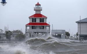 """Videos: Huracán Ida causa """"inmensa devastación"""" en Luisiana, dice Biden. Nueva Orleans, en la oscuridad"""