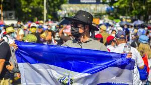 Sectores de diversas ideologías protestan contra el gobierno salvadoreño