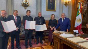 El Papa envió a AMLO una copia de un código y documentos históricos, así como una carta para el pueblo mexicano