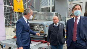 Retiran en Italia un vehículo que llevaba 47 años estacionado en el mismo lugar
