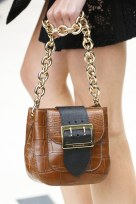 slideshow-spring-accessories-22-spring-2016-bags-accessory-jewelry-trends-chunky-chain-bags-burberry-main