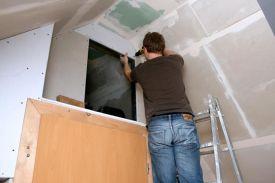 Jetzt, im Winter, ist genug Zeit, um den Dachbodenausbau voranzubringen: Dämmung, Gipskartonplatten, spachteln...