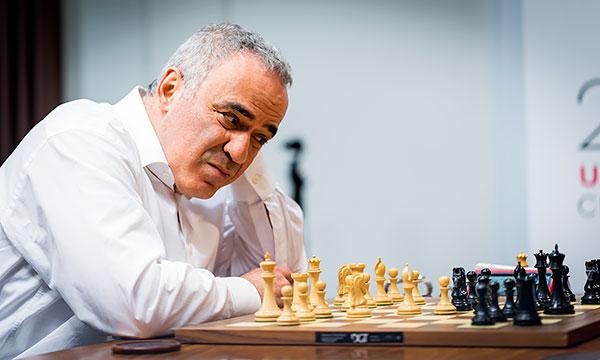 Kasparov regresa a los tableros