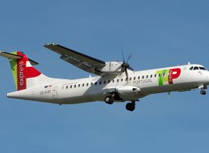ATR_72-600_TAP_Air_Portugal_CS-DJD_(LEBB,_2016-11-01)