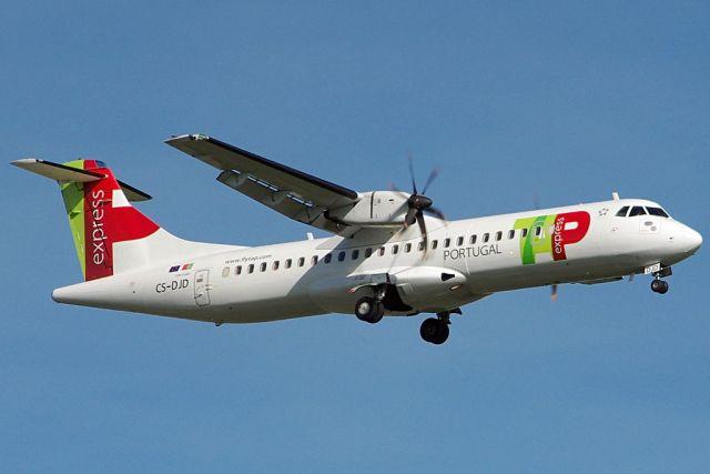 ATR_72-600_TAP_Air_Portugal_CS-DJD_(LEBB,_2016-11-01)