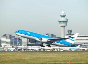 Boeing_777-200ER_KLM_aeroport_Amsterdam-Schiphol