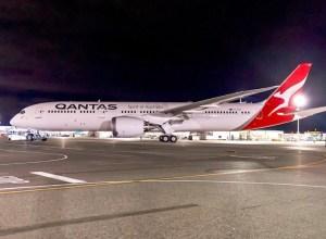 Le premier 787-9 de Qantas sort d'usine