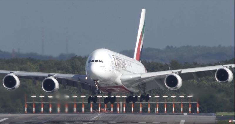 L'atterrissage délicat d'un A380 en pleine tempête