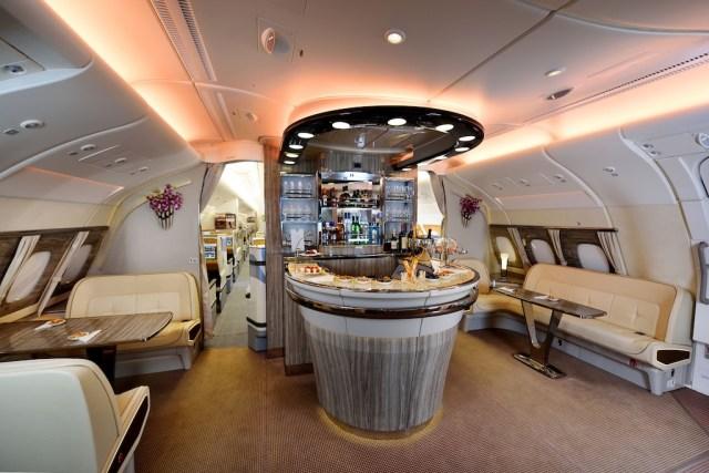 Airbus_A380_Emirates_bar