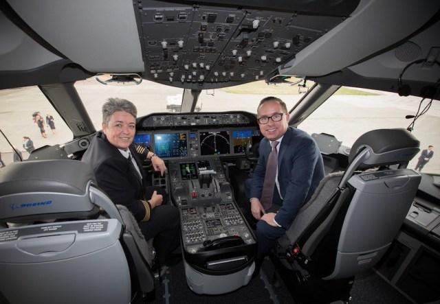 Boeing_787-9_Qantas_Dreamliner_cockpit