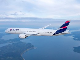 LATAM Boeing 787-9 Dreamliner