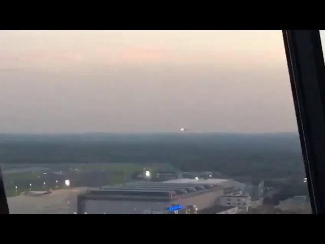 Vidéos : passage à basse altitude pour le dernier vol long-courrier d'Air Berlin