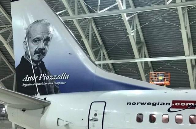 Boeing_737-800_Norwegian_Astor_Piazzolla
