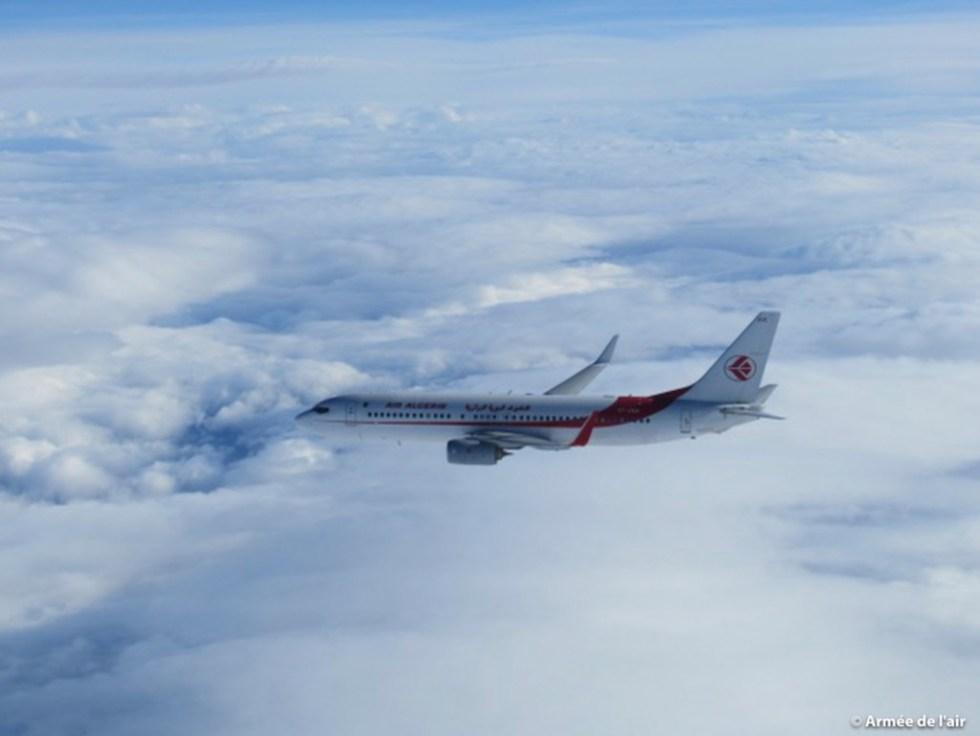 Boeing_737_Air_Algerie_intercepte_par_armee_air