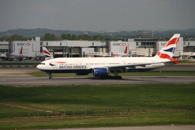 British_Airways_Boeing_777_aeroport_Londres-Gatwick