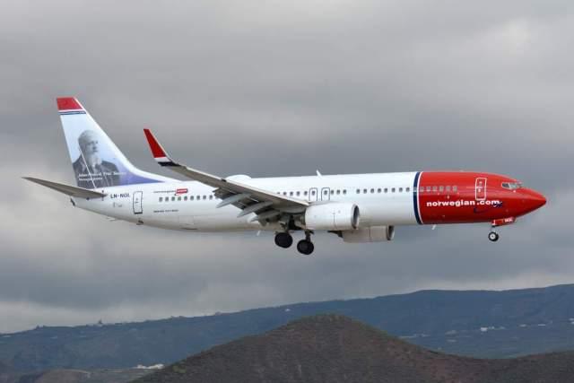 Boeing_737-80_Norwegian