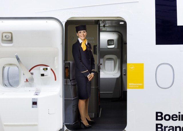 Lufthansa_nouvelle_identite_marque_hotesse