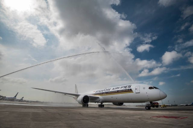 Boeing_787-10_Singapore_Airlines_arrivee_Singapour-Changi