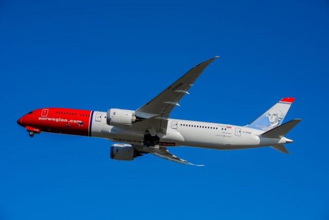 Norwegian_Boeing_787-9_G-CKWA_Heros_Montgolfier
