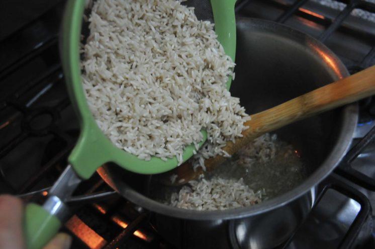 Agregar el arroz integral