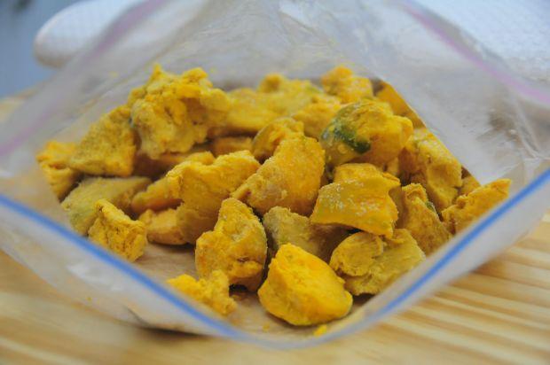 Cómo congelar la Lúcuma: cortar en trozoz pequeños y congelar igual que el plátano, luego guardar en una bolsa ziplock