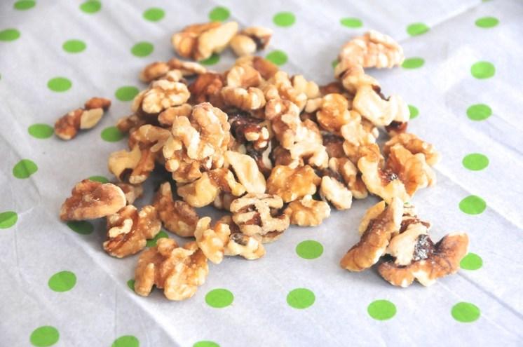 Puedes usar nueces, pecanas, piñones o inclusive cashews! Yo he usando nueces!