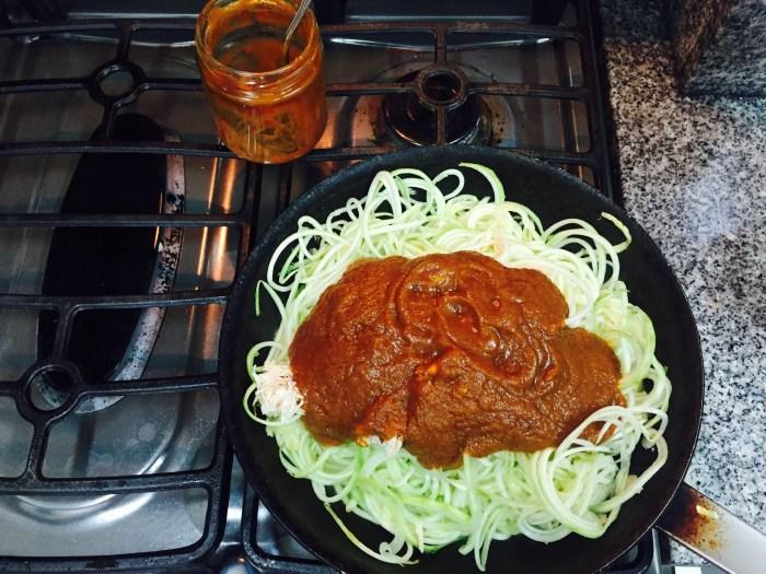 Luego la salsa roja.