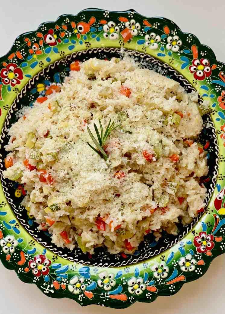 Arroz con alcachofas, zapallito italiano y pimientos