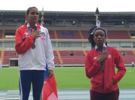 Alysbeth Félix y María Hogde ganan oro y bronce, respectivamente, en salto a lo largo. (Zacha Acosta LAI)