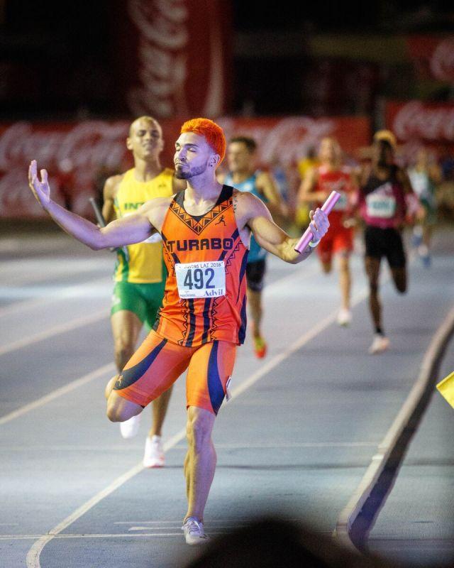 Ganador de 4x400 metros.