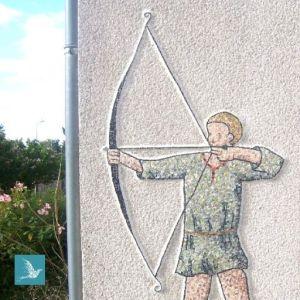 mosaïque décorative pour mur de jardin : un archer médiéval en marbres et pâtes de verre