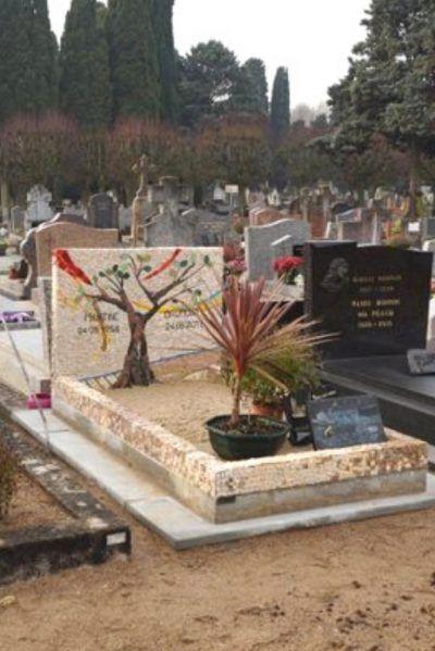 monument funéraire en mosaique