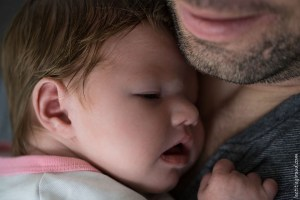 photographier les nouveaux nés chez eux dans le confort