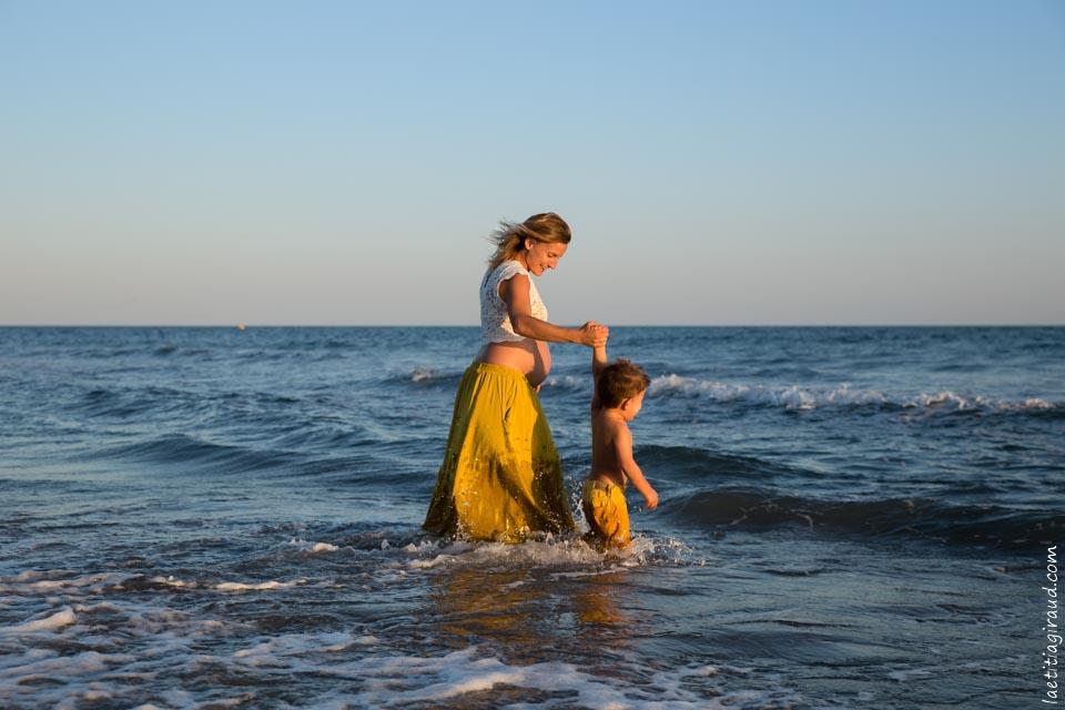 Séance grossesse plage Saintes Maries de la Mer