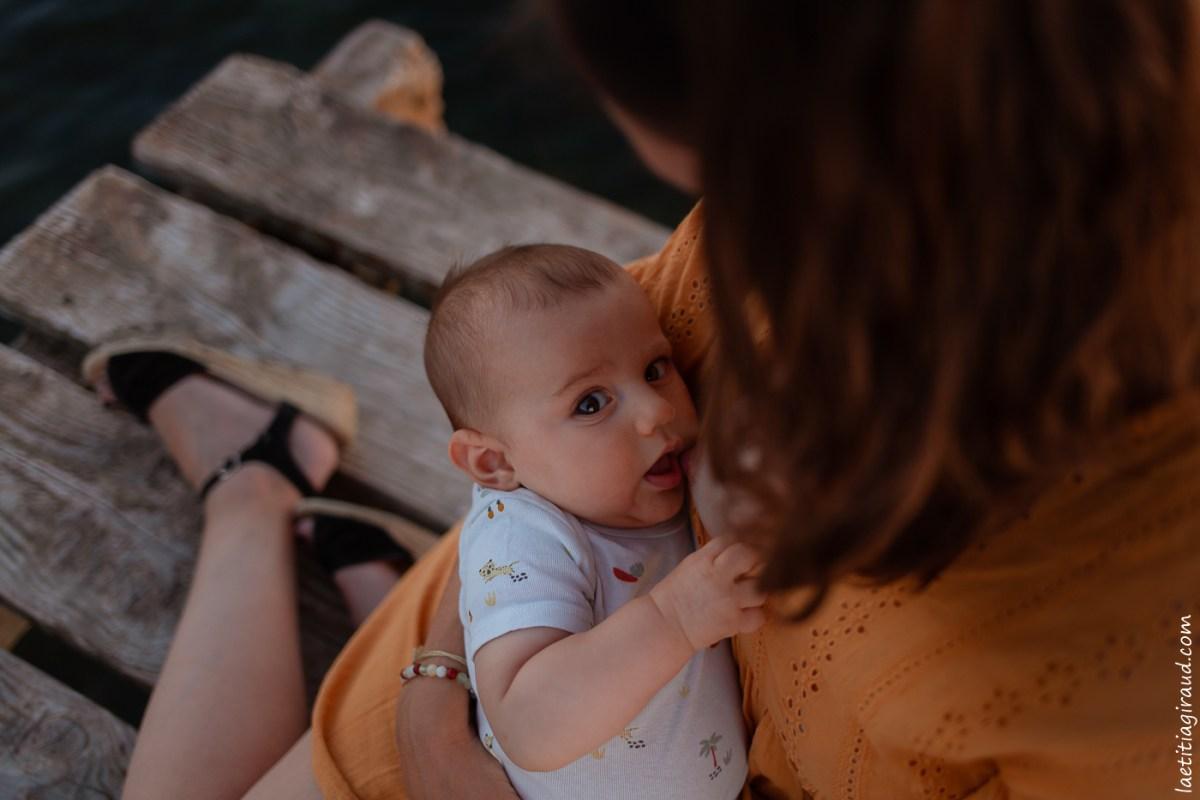 bébé au sein de sa mère