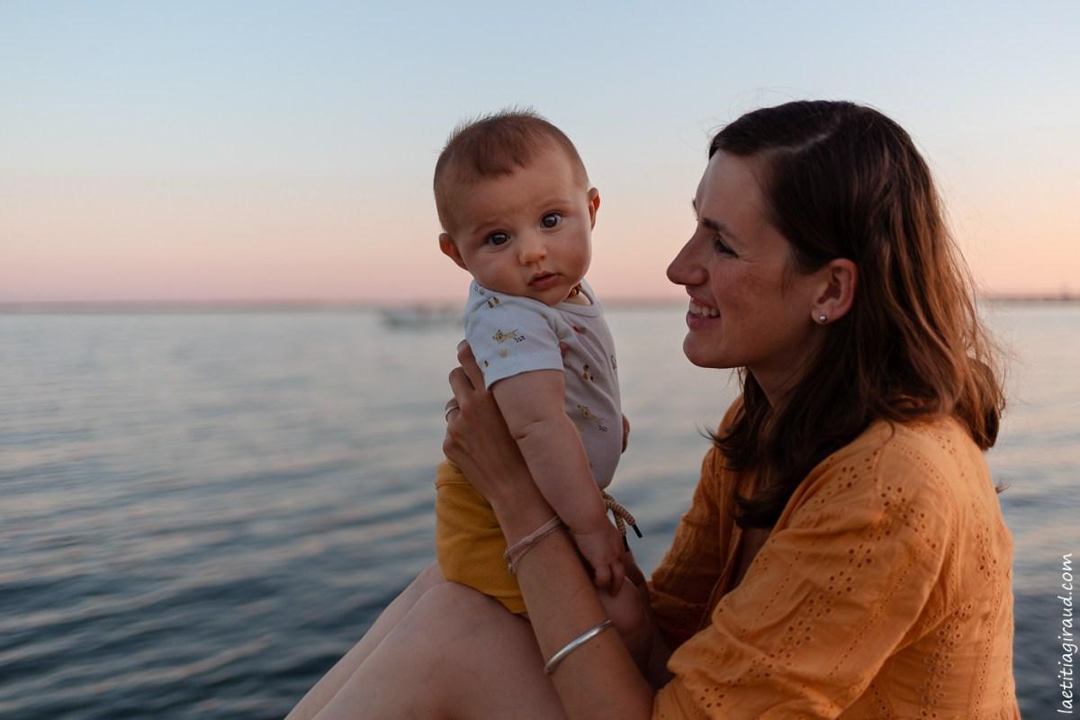 bebe avec sa maman
