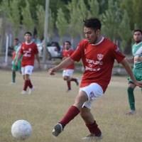 Gerardo Aguilera, el lateral zurdo que la rompe en el fútbol de Sarmiento