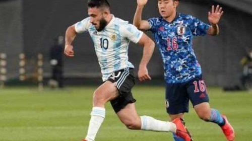 El «Monito» Vargas entró desde el banco en la dura derrota de Argentina