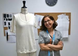 Réalisation du prototypage d'un T-Shirt, par Katayon Atayi, couturière iranienne.