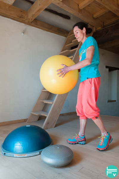 coussin-équilibre-bosu-swiss-ball-proprioception-escalade